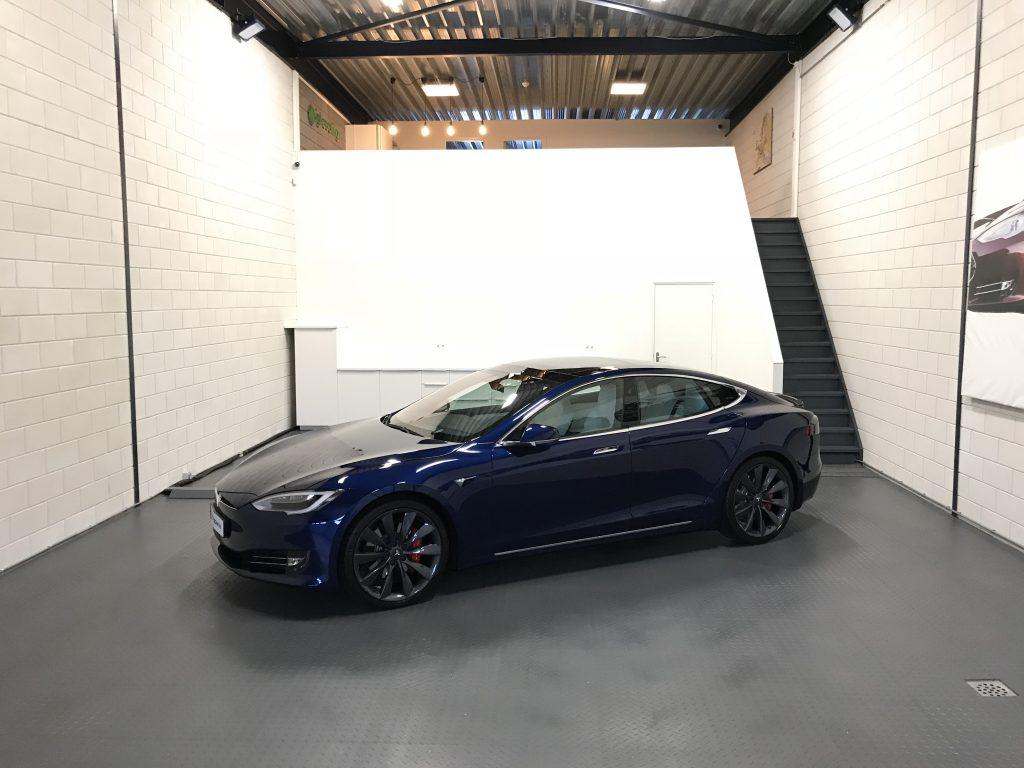 detail Tesla